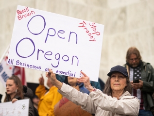 5-07-2020–Hundreds gathered at Oregon Capitol to#ReOpenOregon